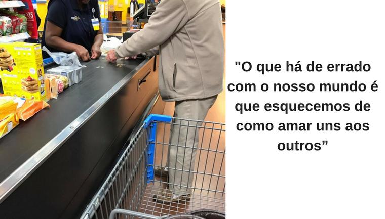 """Caixa do Walmart oferece ajuda a senhor e lembra: """"Nós esquecemos de como amar uns aos outros"""""""